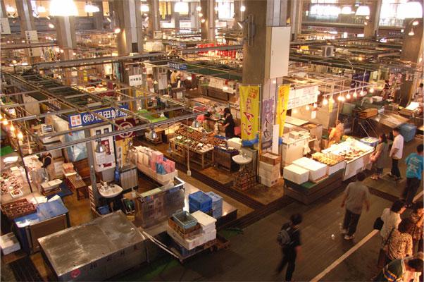 唐戸市場の内部
